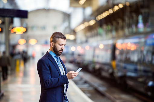 10 Apps That Can Help You Travel Smarter