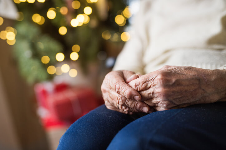 how to help avoid loneliness in seniors
