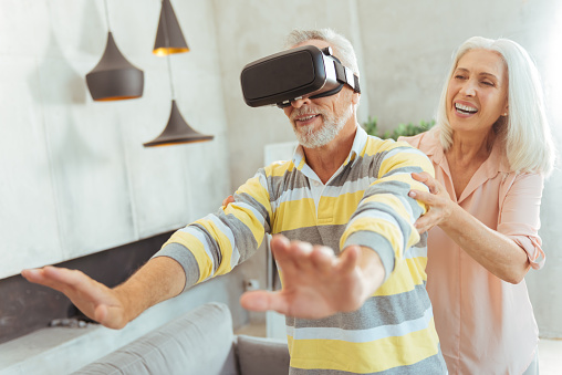 Older Adults Benefit from Virtual Reality