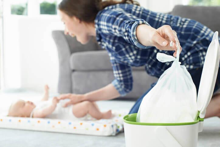 Baby diaper pail