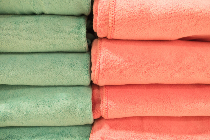 Change Bathroom Decorations to Summer Colors